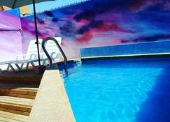 Aotea Hostel Iquique - إيكويكو - حوض السباحة
