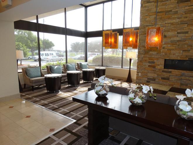 DoubleTree by Hilton Houston Hobby Airport - Хьюстон - Лобби