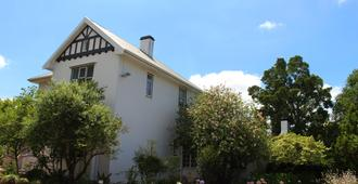 Whispering Oaks Guest House - George - Building