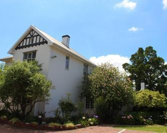 Whispering Oaks - George - Building