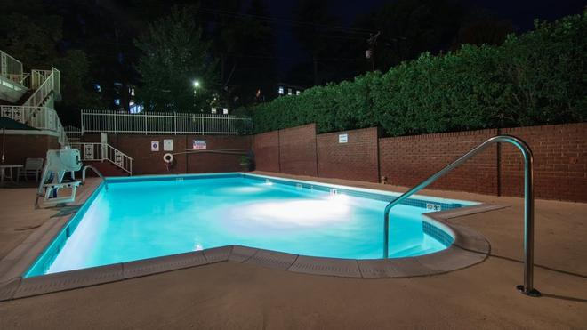 The Cavalier Inn at The University of Virginia - Charlottesville - Pool