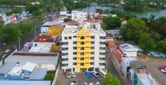 Hotel & Suites Real del Lago - Villahermosa