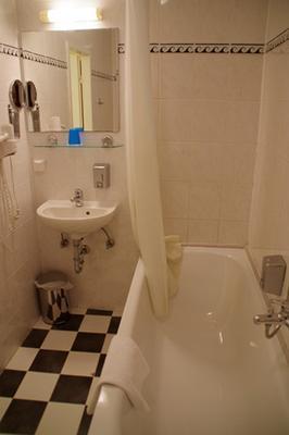 City Hotel am Kurfürstendamm - Berlin - Bathroom