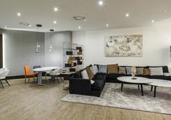 Hotel Ilunion Bilbao - Bilbao - Lounge