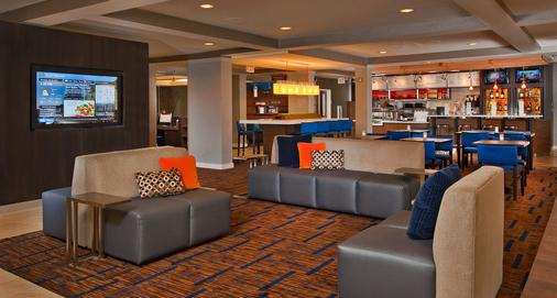 Courtyard by Marriott Westbury Long Island - Westbury - Bar