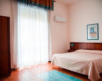 Hotel Artemide Mare - Paestum - Slaapkamer