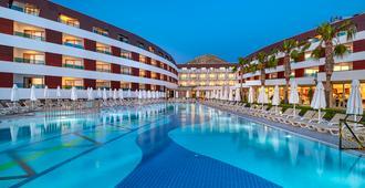 博德魯姆公園大酒店 - 式 - 波德倫 - 博德魯姆 - 游泳池
