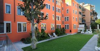 โรงแรมคาร์นิวัลพาเลซ - เวนิส - อาคาร