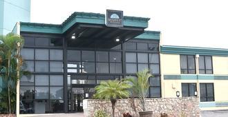 Punta Gorda Waterfront Hotel and Suites - Punta Gorda