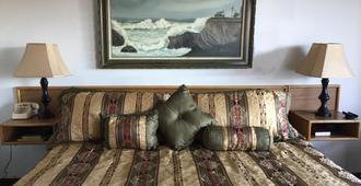 Captain John's Motel - Coos Bay - Bedroom