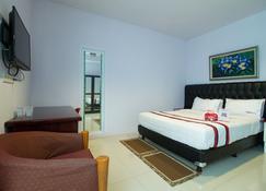 RedDoorz Plus @ Guntur Raya Setiabudi - South Jakarta - Camera da letto