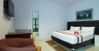 RedDoorz Plus @ Guntur Raya Setiabudi - South Jakarta - Bedroom