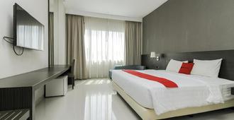 RedDoorz Premium @ Ciumbuleuit Atas - Bandung - Bedroom