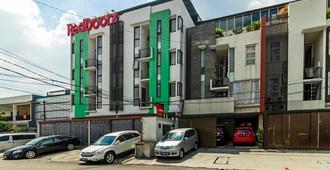 RedDoorz Plus near Plaza Indonesia - Yakarta - Edificio