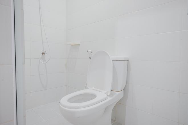 RedDoorz Plus @ Kapuk Business Park - West Jakarta - Bathroom