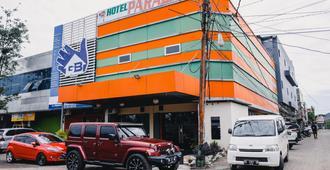 RedDoorz Plus near Makassar Town Square - Makassar