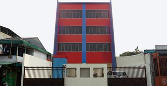 RedDoorz @ Cempaka Putih - Jakarta - Building