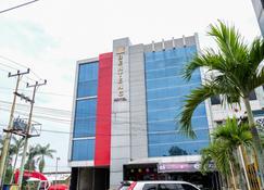 RedDoorz Plus near Living World Pekanbaru - Pekanbaru - Building