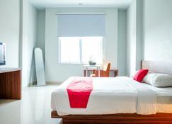 RedDoorz Plus near Pekanbaru Mall - เปกันบารู - ห้องนอน