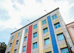 RedDoorz Plus near Pekanbaru Mall - Pekanbaru - Building