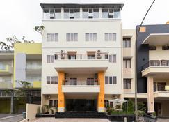 RedDoorz Plus @ Boulevard Residence Bsd - South Tangerang City - Rakennus