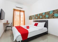 RedDoorz Plus @ Boulevard Residence Bsd - South Tangerang City - Makuuhuone