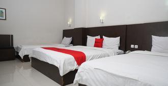 RedDoorz Plus @ Cihampelas 3 - Bandung - Habitación