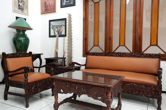 RedDoorz Near Brawijaya University - Malang - Living room
