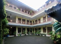 RedDoorz Plus @ Maguwo - Depok - Building