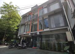 RedDoorz Plus near Universitas Negeri Yogyakarta - Yogyakarta - Building