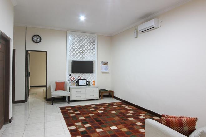 RedDoorz near UPN Jogjakarta - Depok - Living room