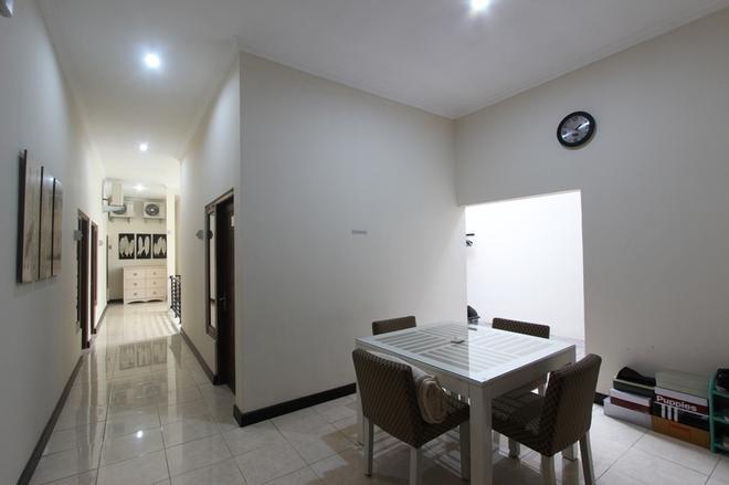RedDoorz near UPN Jogjakarta - Depok - Dining room