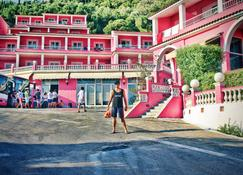 Pink Palace Beach Resort - Agios Gordios - Rakennus