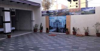 Shree Bihari ji Cottage - Agra - Hotel Entrance