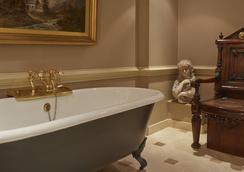 Batty Langley's - London - Bathroom