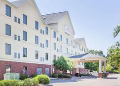 West Ashley Suites - Charleston - Building