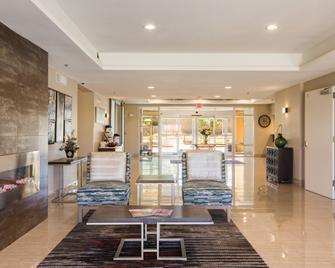 Baymont by Wyndham Albuquerque Airport - Albuquerque - Lobby