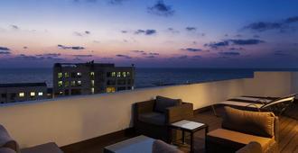 מלון סוויטות פורט & בלו תל אביב - תל אביב - מרפסת