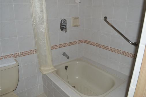 Executive Hotel - Manila - Bathroom