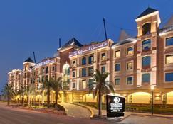 DoubleTree by Hilton Hotel Riyadh - Al Muroj Business Gate - Riyad - Gebouw