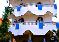 Holi-Wood Guesthouse - Puducherry - Building