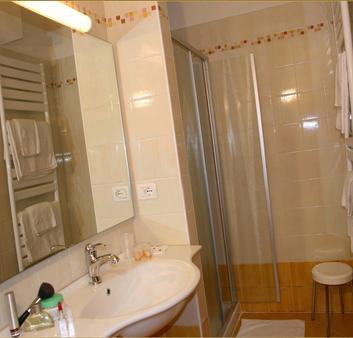 Residence Miralago Rooms & Apartments - Manerba del Garda - Bathroom