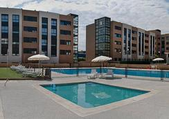 Compostela Suites Apartments - Madrid - Piscina