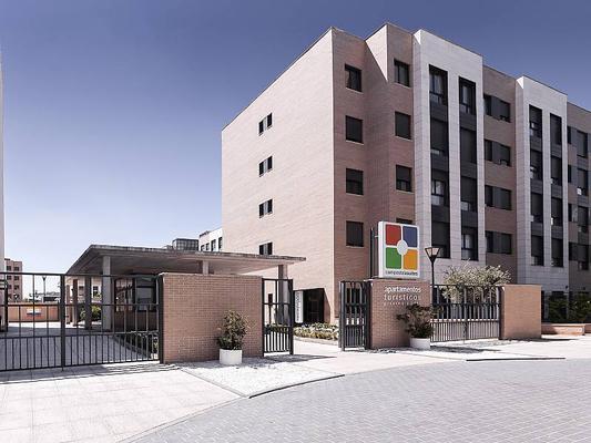 Compostela Suites Apartments - Madrid - Gebäude