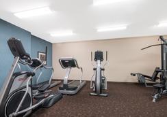 威利斯頓溫德姆山楂套房酒店 - 威里斯頓 - Williston - 健身房