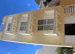 All Nations Holiday Home - Għajnsielem - Building