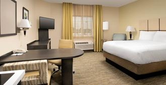 Candlewood Suites I-26 At Northwoods Mall, An IHG Hotel - North Charleston - Bedroom