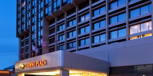 Newton Plaza Hotel Boston - Newton - Building