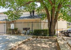 HomeTowne Studios Dallas - North Addison/Tollway - Эддисон - Вид снаружи