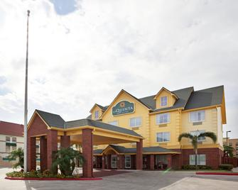 La Quinta Inn & Suites by Wyndham Pharr North McAllen - Pharr - Building